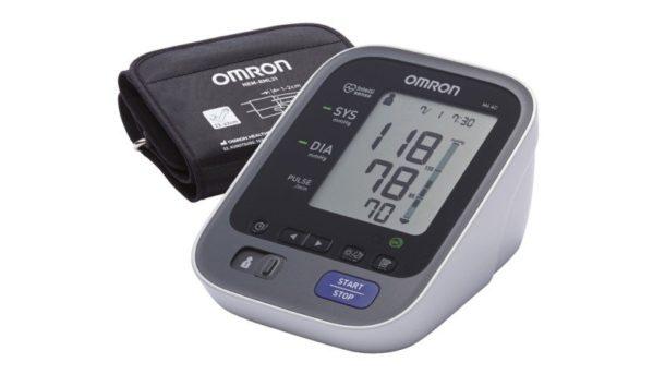 Misuratore di pressione arteriosa Omron M6 Comfort
